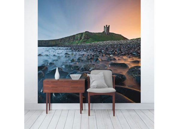 Fliis fototapeet Sunrise with mist at Dunstanburgh Castle